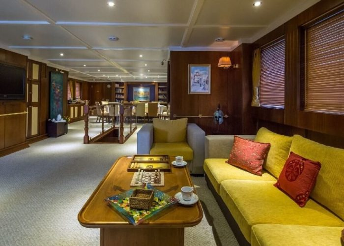 Classic Motor Yacht Donna Del Mare Saloon Dining
