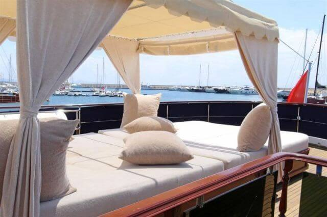 Classic Motor Yacht Donna Del Mare Sunbeds
