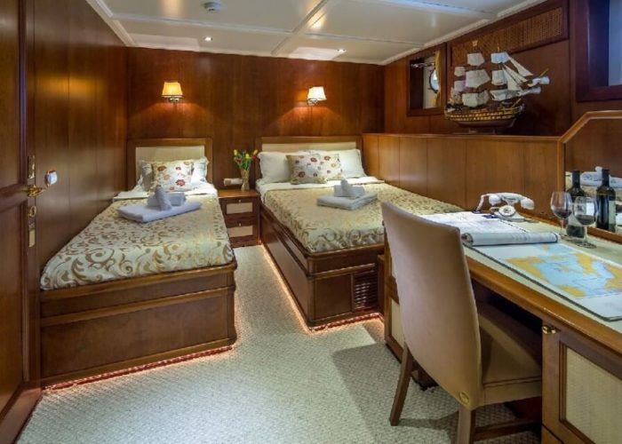 Classic Motor Yacht Donna Del Mare Twin Cabin