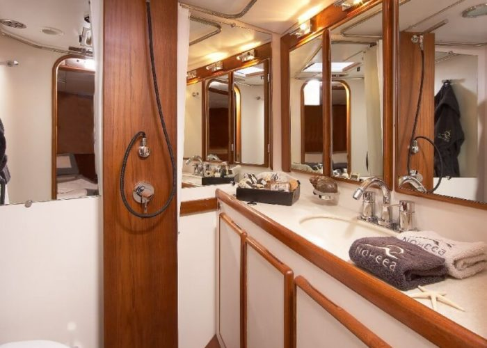 Classic Sailing Yacht Noheea Bathroom