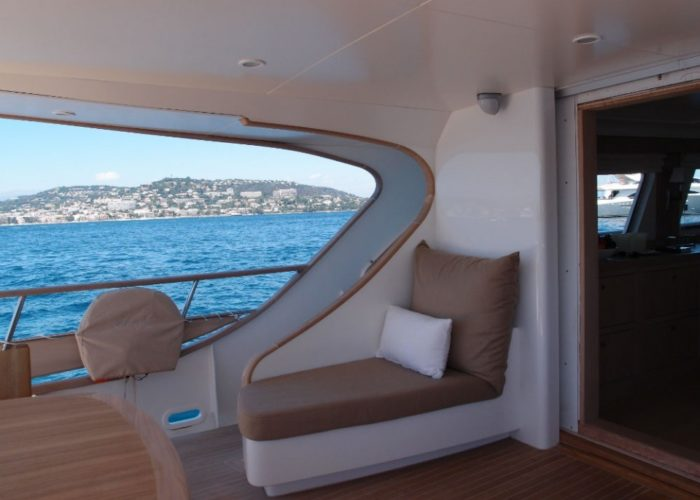 motor yacht Conquest aft deck loungers
