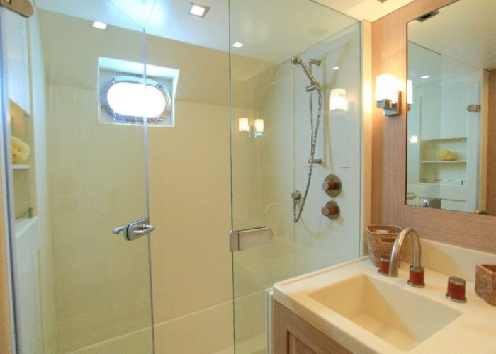 motor yacht Conquest bathroom master cabin