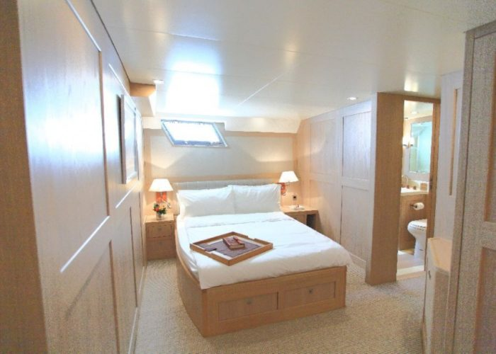 motor yacht Conquest master cabin