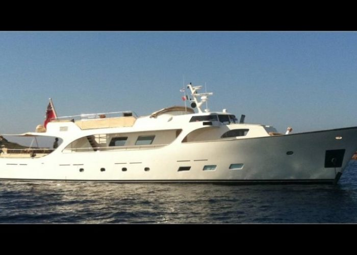 motor yacht Conquest starboard view