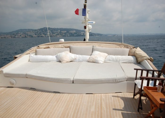 motor yacht Conquest sunbeds