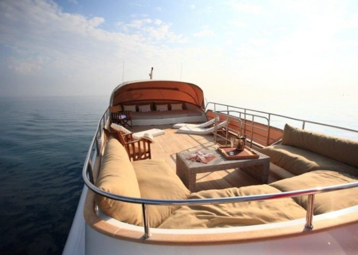 motor yacht Conquest sundeck overview