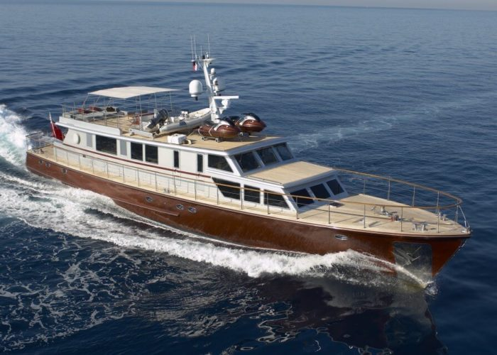 Classic Motor Yacht Tempest WS Cruising