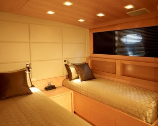 Classic Motor Yacht Tempest WS Twin Cabin