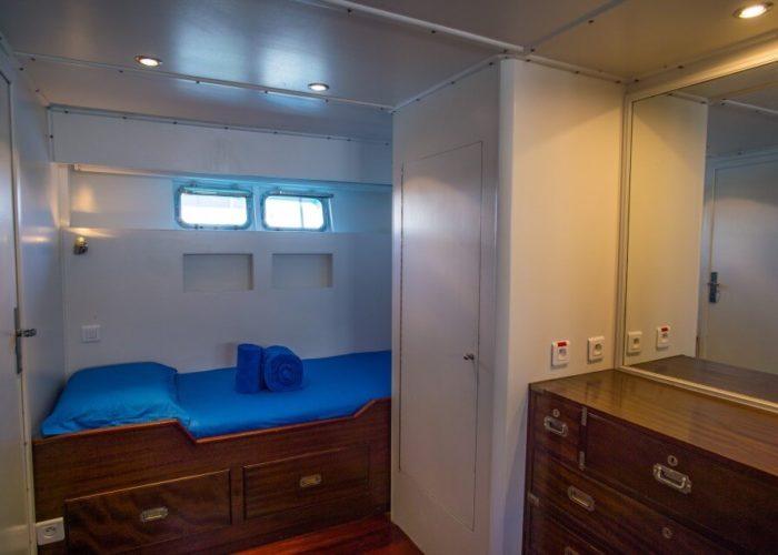 Classic Motor Yacht Bayview Cabin