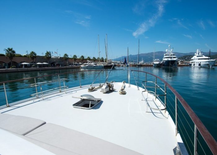 Classic Motor Yacht Bayview Foredeck