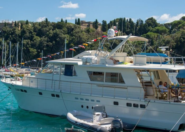 Classic Motor Yacht Bayview On Quay