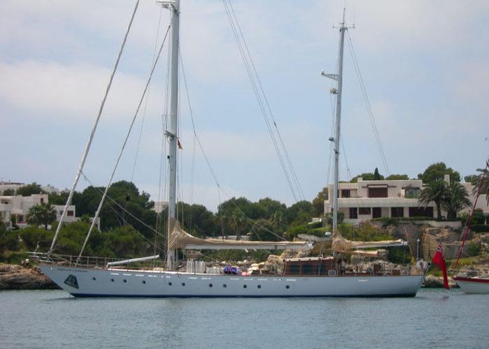 Classic Sailing Yacht Windweaver of Pennington Anchored