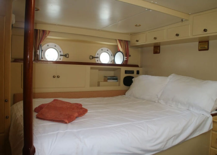 Classic Sailing Yacht Windweaver of Pennington Master Cabin