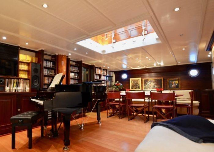 Classic Sailing Yacht Shenandoah Of Sark Saloon