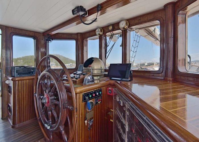 Classic Motor Sailor Yacht Truelove Cockpit