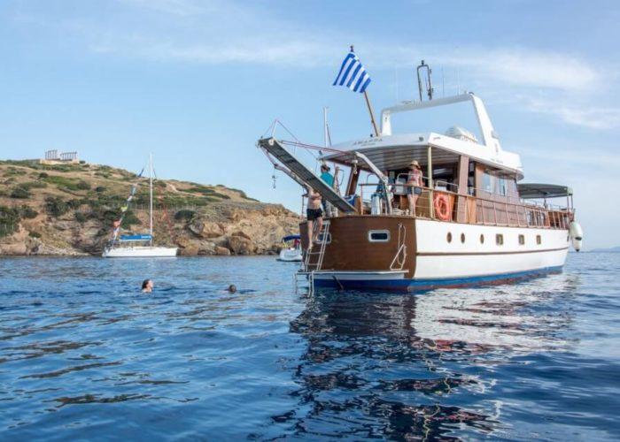 Classic Motor Yacht Amanda Stern View