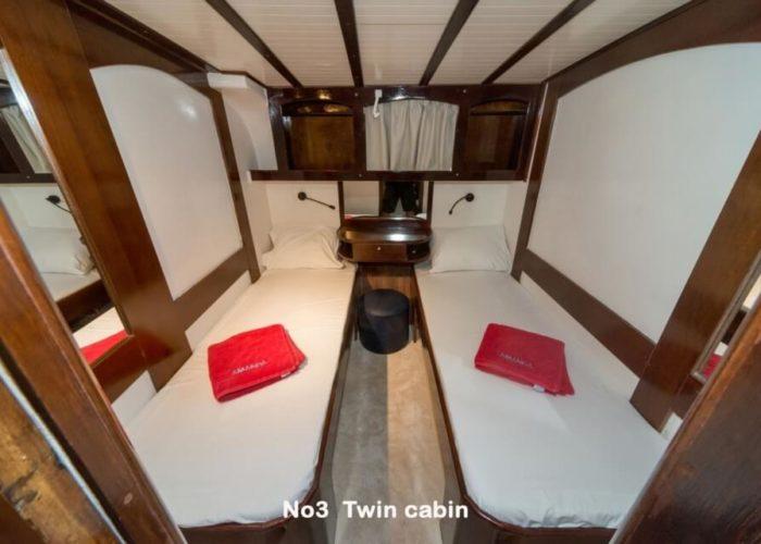 Classic Motor Yacht Amanda Twin Cabin
