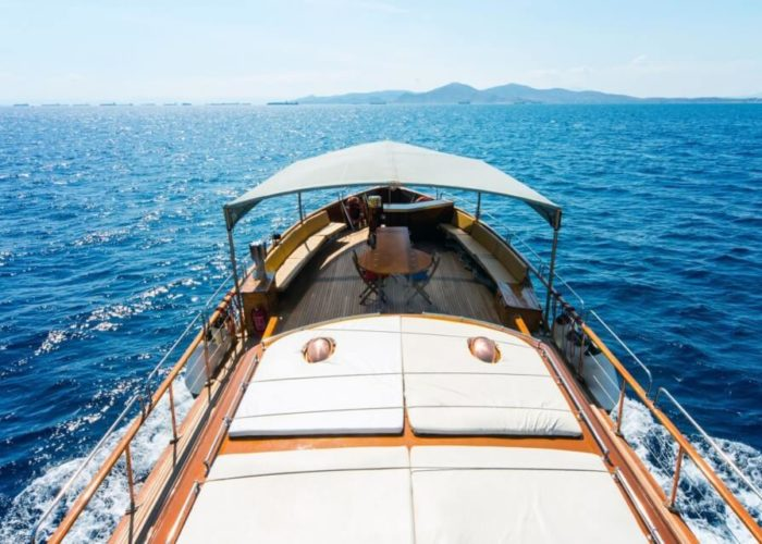 Classic Motor Yacht Amanda Upper Deck
