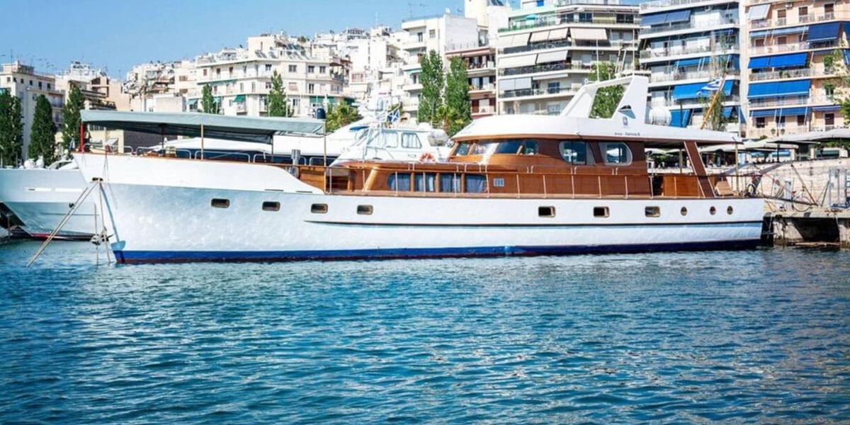 Classic Motor Yacht Amanda