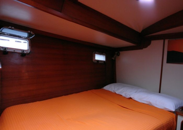 Classic Sailing Yacht Magic Double Bed