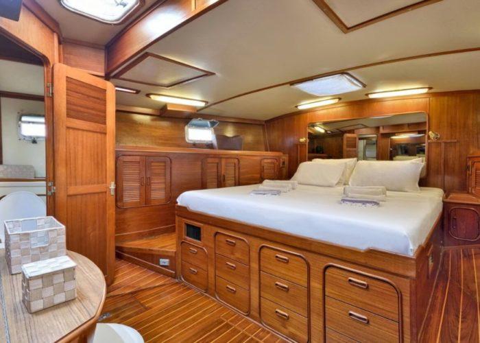 Classic Sailing Yacht Magic Master And Bathroom