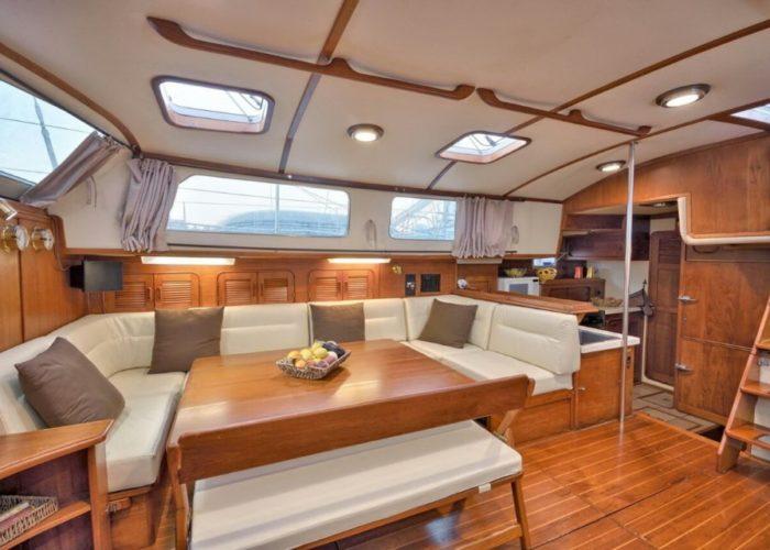 Classic Sailing Yacht Magic Saloon