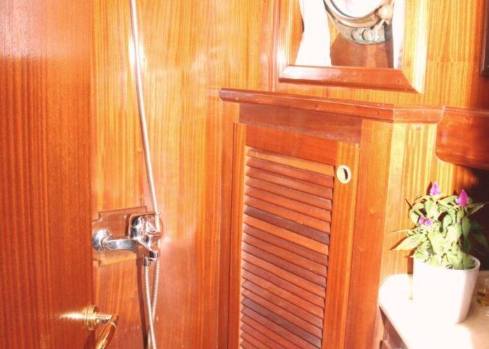 Classic Sailing Yacht Adara Shower