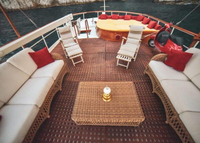 Classic Motor Yacht Entrancer Aft Deck