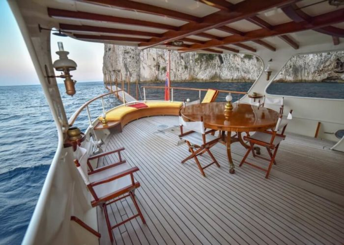 Classic Motor Yacht Entrancer Aft Deck Dining