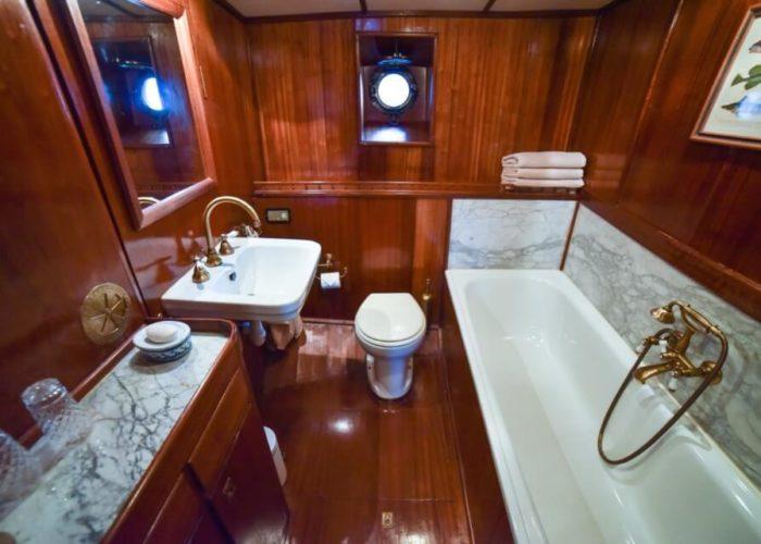 Classic Motor Yacht Entrancer Bathroom