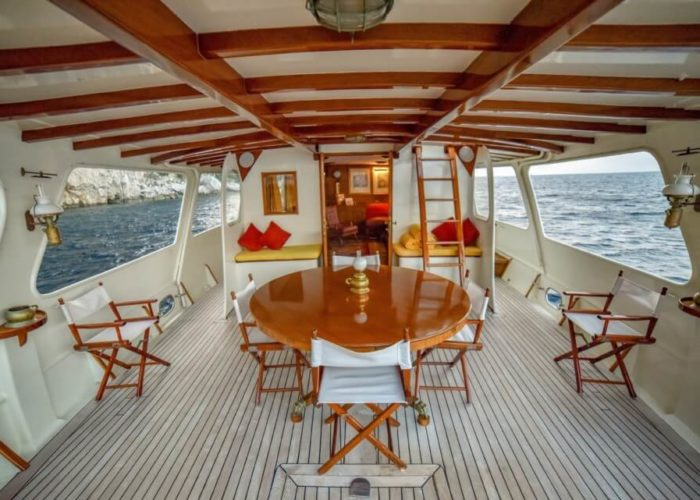 Classic Motor Yacht Entrancer Dining On Deck