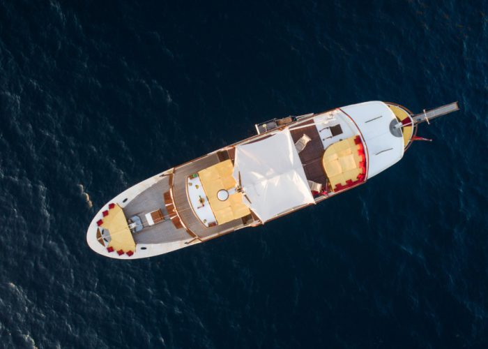 Motor Yacht Entrancer aerial photo