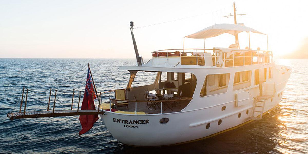 Motor Yacht Entrancer for Charter
