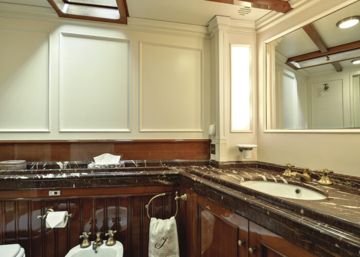 Yacht invader master bathroom 1