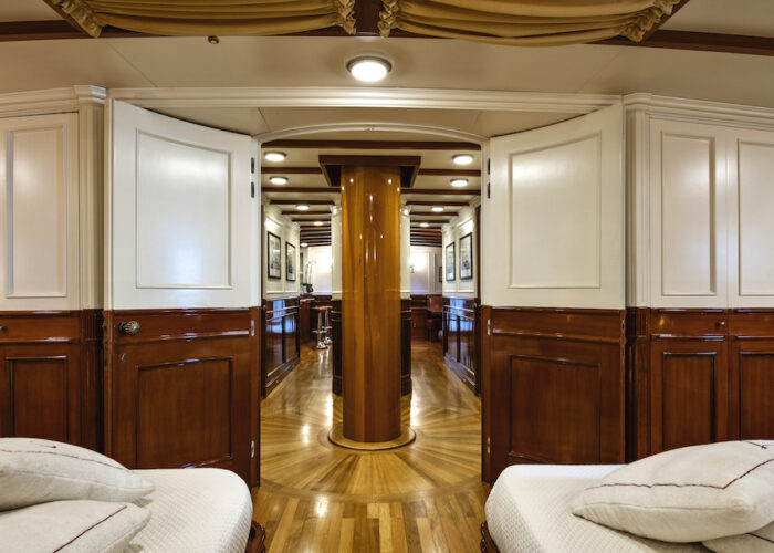 Yacht invader master twin doors