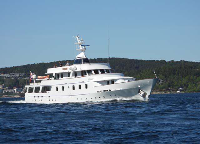 classic-motor-yacht-chantal-external-main-front.jpg (2)