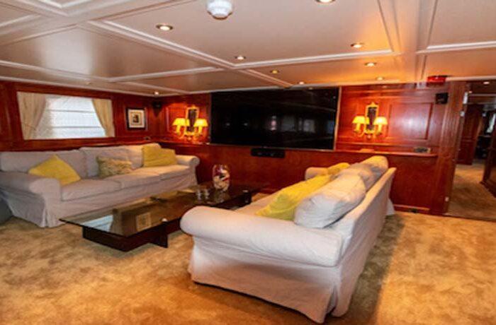 classic motor yacht chantal interior lounge3.jpg
