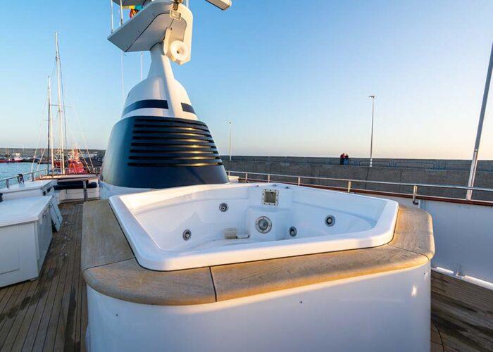 classic motor yacht chantal jacuzzi.jpg