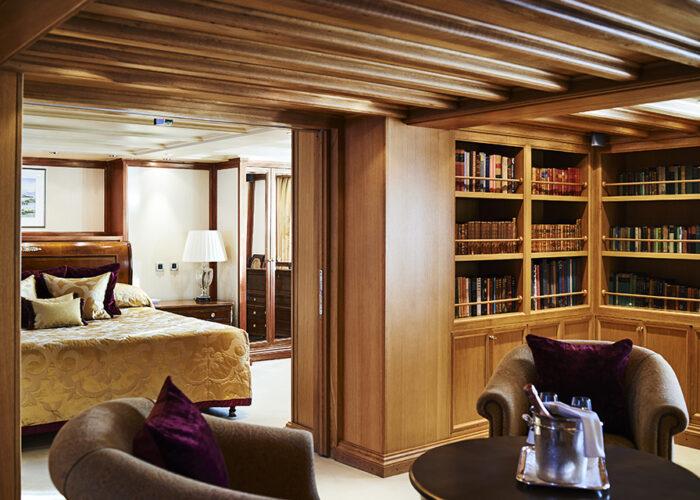classic motor yacht chistina o onasiss suite 4.jpg