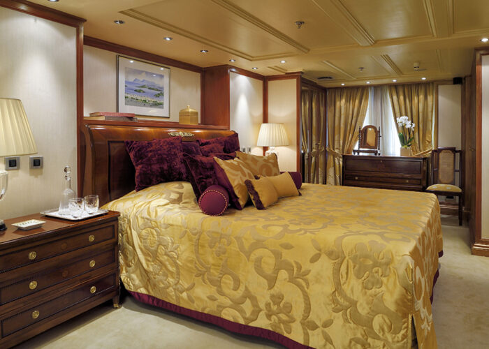classic motor yacht chistina o onassis suite 3.jpg