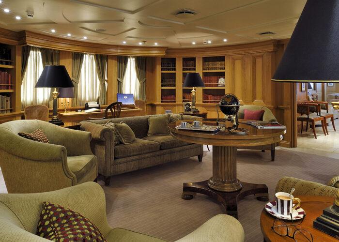 classic motor yacht christina o callas lounge.jpg