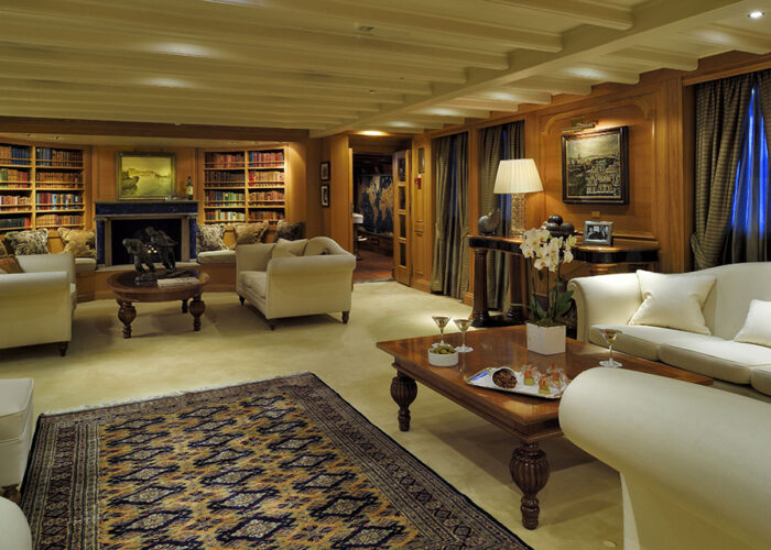 classic motor yacht christina o interior lapis lounge.jpg