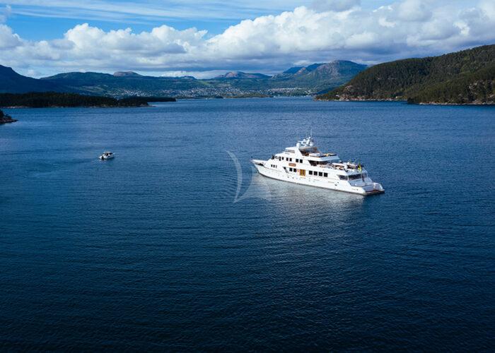 classic motor yacht daydream external main charter.jpg