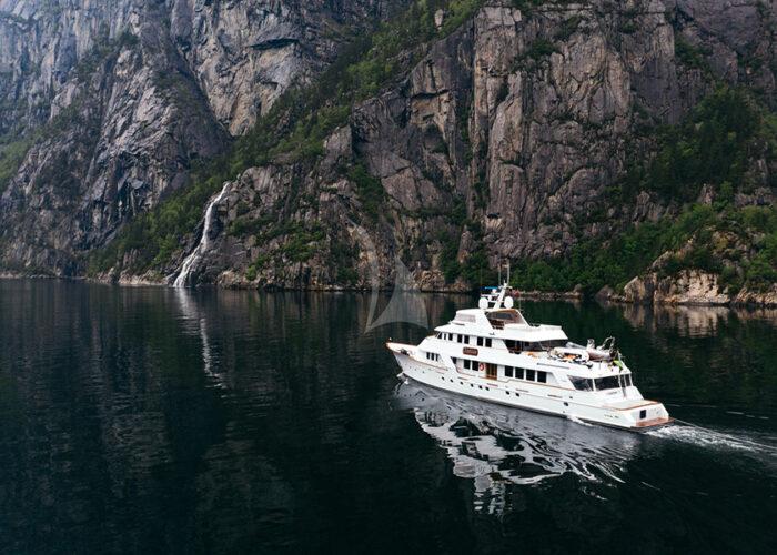 classic motor yacht daydream external main ocean.jpg