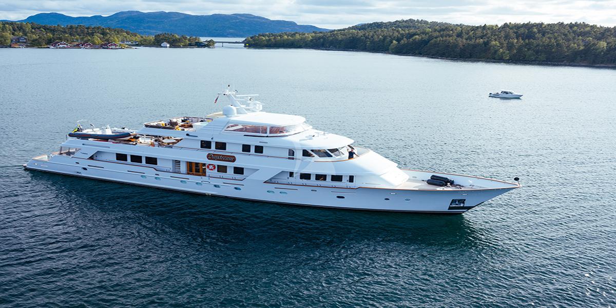 classic motor yacht daydream external main.jpg