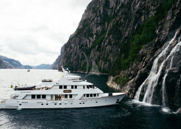 classic motor yacht daydream external side profile.jpg
