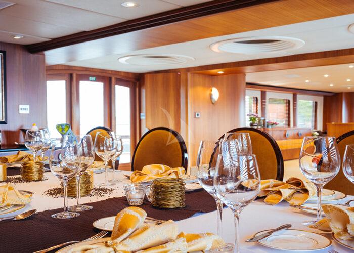 classic motor yacht daydream interior dining 2.jpg