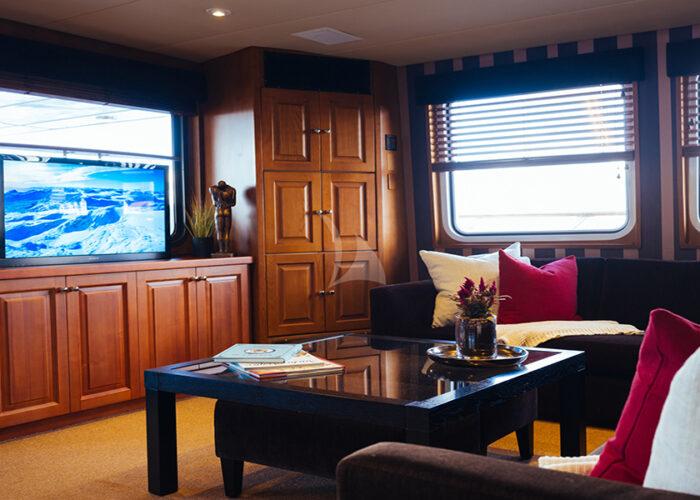 classic motor yacht daydream interior lounge.jpg