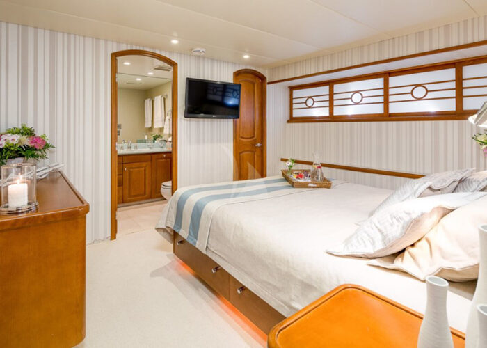 classic motor yacht daydream interior-vip cabin.jpg