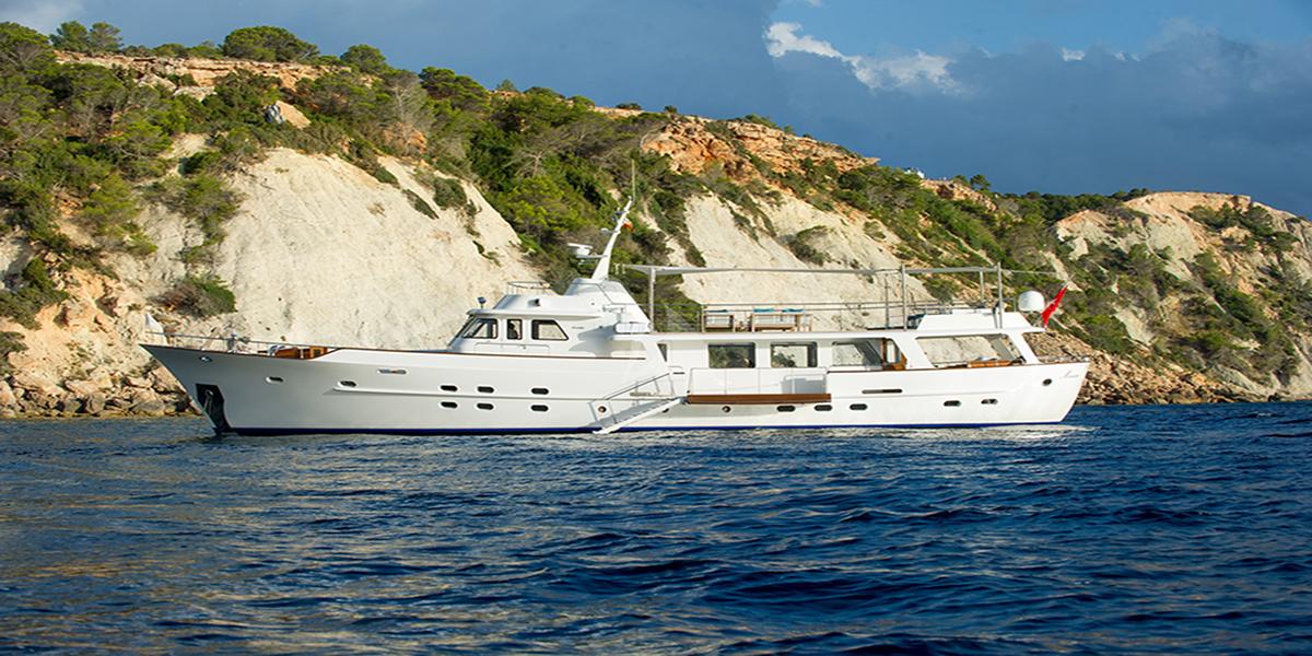 classic motor yacht monara external main.jpg